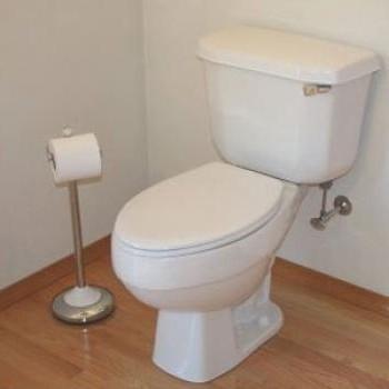 Thợ sửa bồn cầu nhà vệ sinh