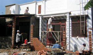 Thợ chuyên cải tạo nhà cũ